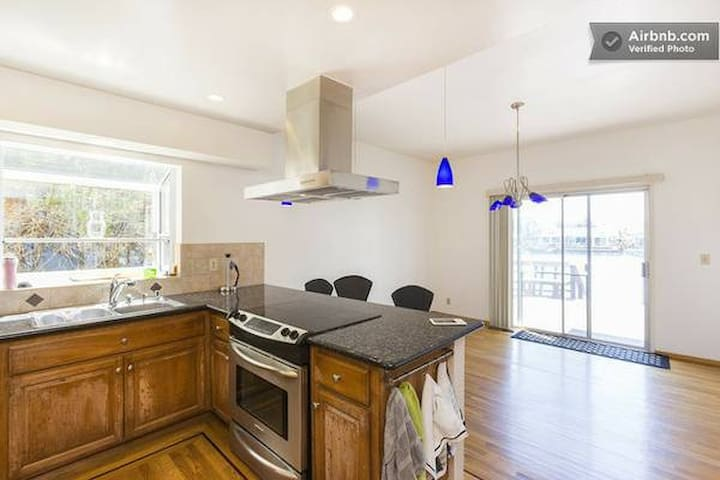 Room in a luxury waterfront house - Foster City - Hus