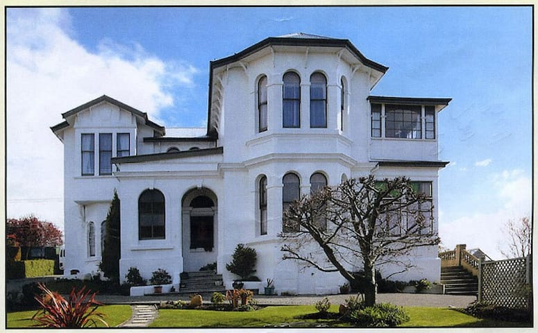 Braemar House - A magnificent historic homestead - Oamaru - Bed & Breakfast