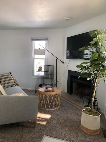 Super clean! The Valley Grove Townhouse