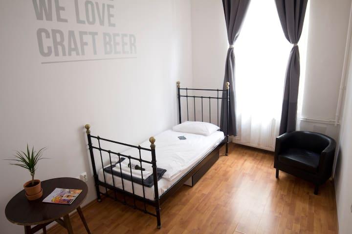 BeerHotel (Chinook Room) - Craft Beer District BP