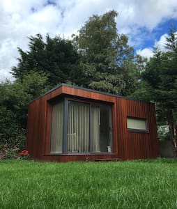 Cozy, quiet garden room near Luas - Churchtown - Chalet