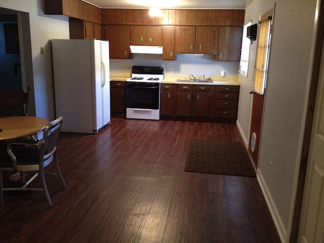 Whole Apartment to yourself. Near Billings