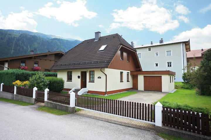 Cosy Chalet in Mühlbach with Private Garden