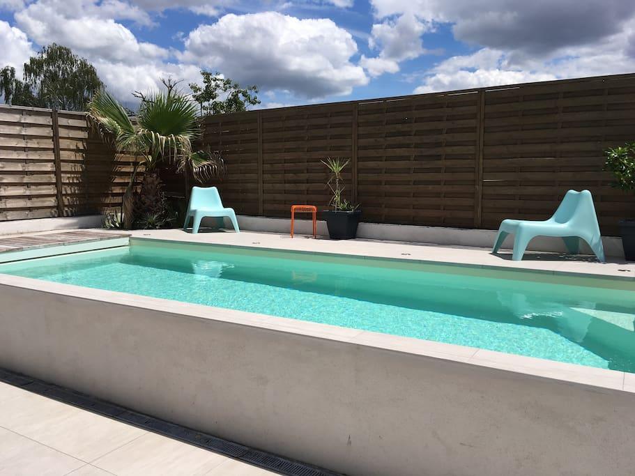 villa enti re piscine bordeaux lac bruges houses for rent in bruges nouvelle aquitaine france. Black Bedroom Furniture Sets. Home Design Ideas