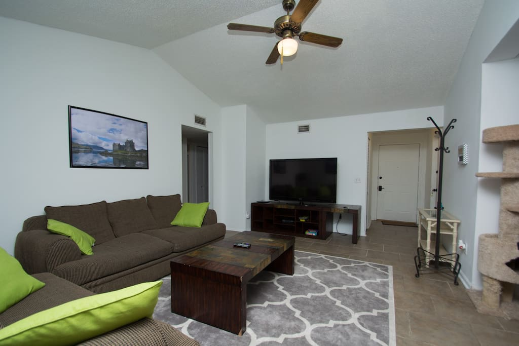 """Spacious and cozy living room with a 60"""" HDTV and Roku for relaxing"""