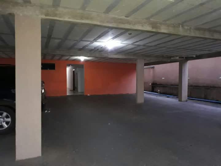 Aluga-ae Apartamento de 2/4  mobiliado.