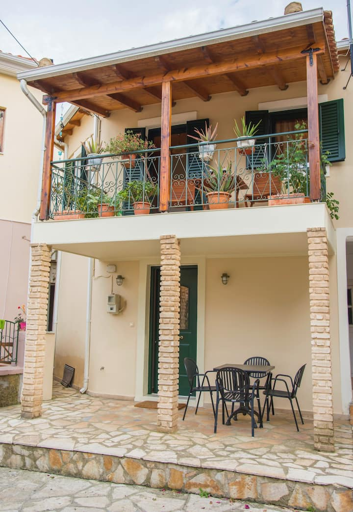 Two floor house for 4 ppl in the historical center