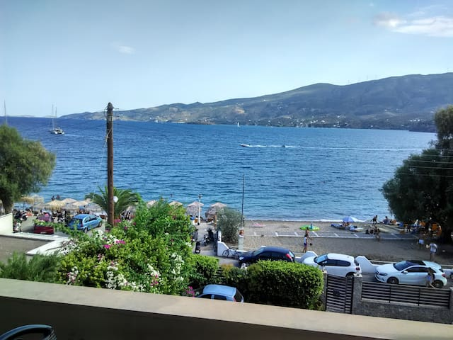Lovely apartment 10 meters from Askeli Beach,Poros
