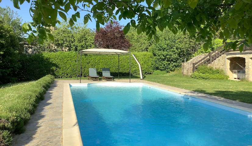 Romantic comfortable stone farm house & pool *****