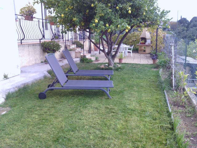 Bas de villa avec jardin proche mer - Cagnes-sur-Mer - Villa