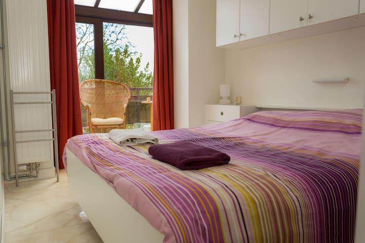 Belle chambre dans une maison avec jardin - Auderghem - House