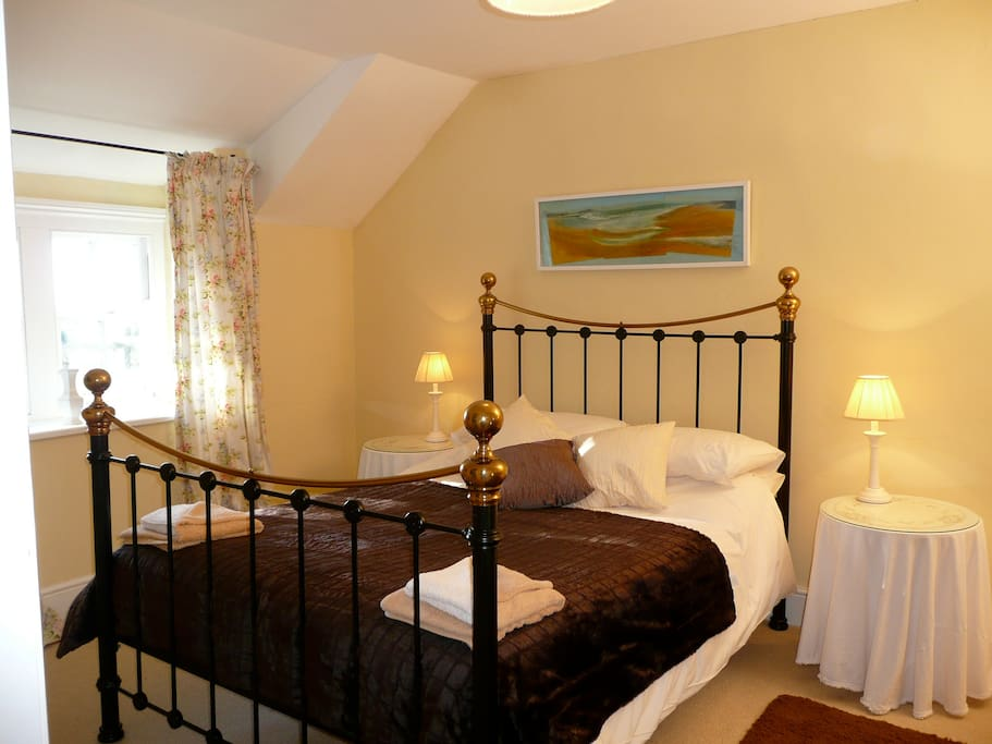 Lovely Bedroom with views across the Gardens