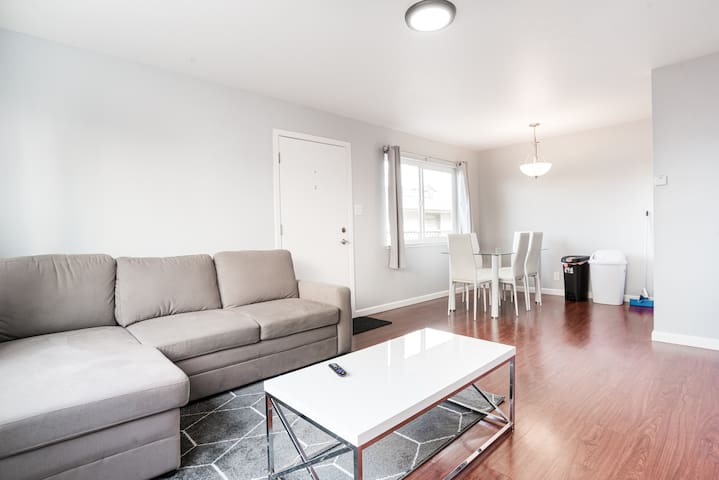 Bright Newly remodeled airbnb next to sfo!