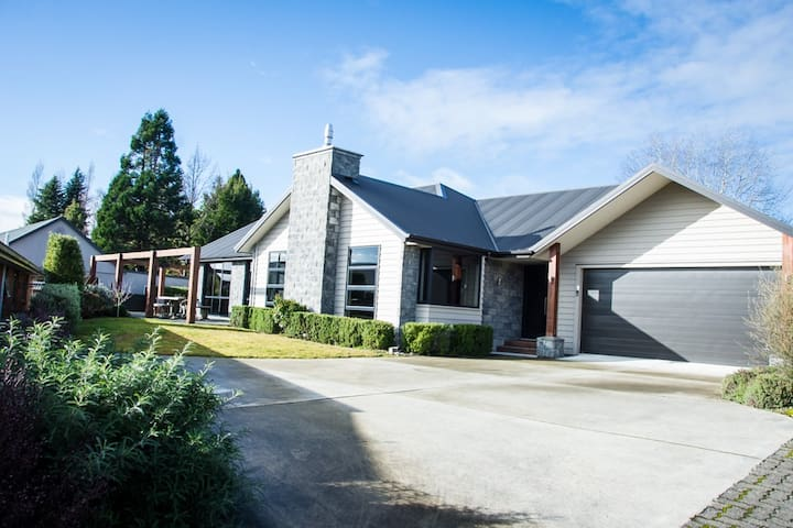 Modern, spacious Te Anau home