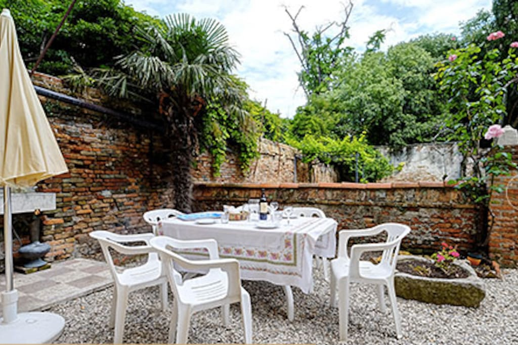 Diner or lunch in your own garden