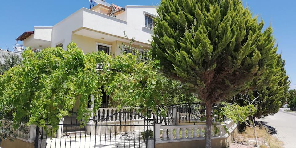 İzmir Dikili Bahçeli Triplex Villa