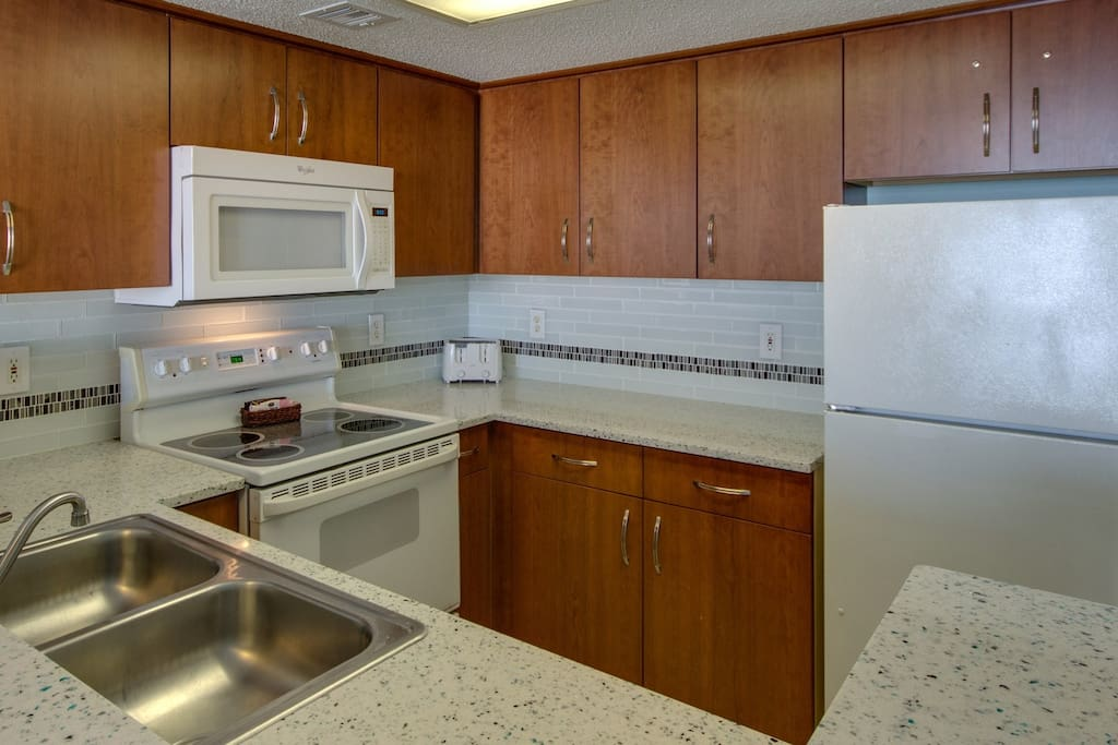 Make a delicious meal in the fully equipped kitchen.