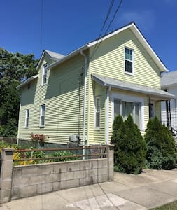 Private room in prime location - East Providence - House