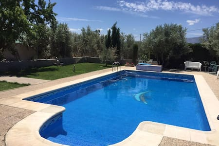 House with pool and mountain view - Baza - Talo