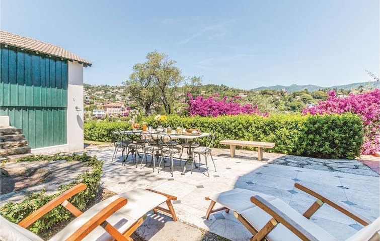 Holiday cottage with 1 bedroom on 50m² in S.Michele di Pagana-GE