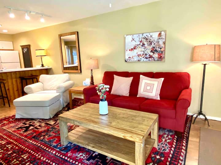 Cozy Trout Creek Condo | Sleeps 4