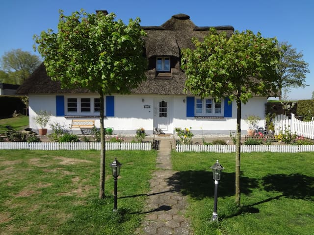 Sweet Dreams in Reetdachkate 1837 - Wesseln - Casa