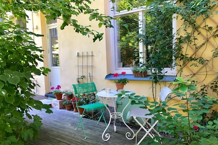 Family friendly apt with out door terrace