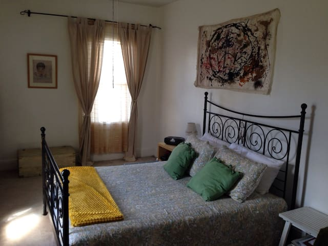 Comfy bdrm in 2-bdrm app - Fairview - Daire