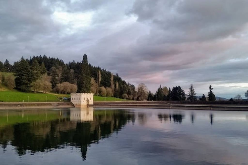 Enjoy the historic reservoirs at Mt Tabor: perfect for walking, picnicking, and cycling.