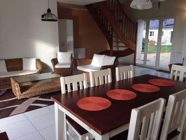 Gite chaleureux et confortable. Piscine/jardin - Artannes-sur-Indre - Huis