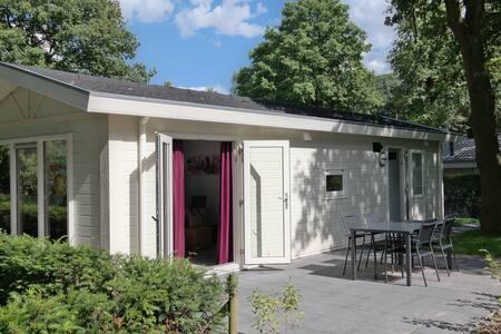 Gloednieuw huisje op 4 sterren vakantiepark - Belfeld