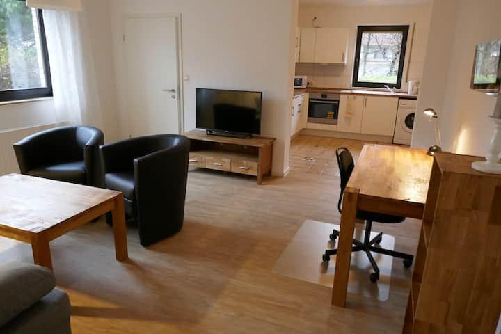 Komplett ausgestattete eigenständige Wohnung
