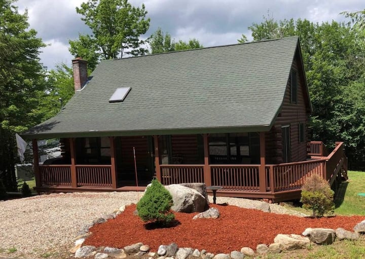 Picturesque Log Cabin in beautiful Alton Bay, NH