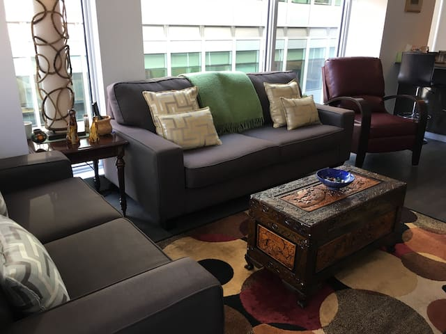 Upscale condo in the heart of Centre town - Ottawa - Appartement en résidence