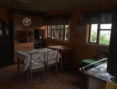 Cabaña a orillas de Lago Huillinco, Chiloé