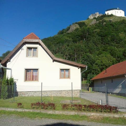 Kónya Vendégház - Füzér