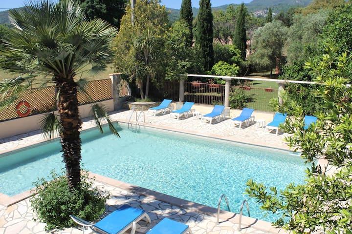 Le Clos des Oliviers B&B La Chapelle avec piscine