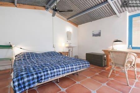 Room Sierra Nevada, Andalusia - Wikt i opierunek