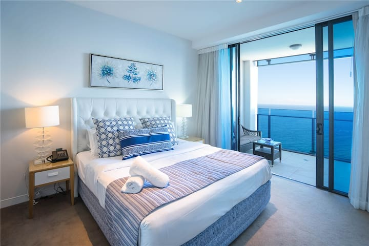 Main bedroom. Has 1 super king bed. Wonderful ocean view, sunny, clean and spacious, linen comfortable.
