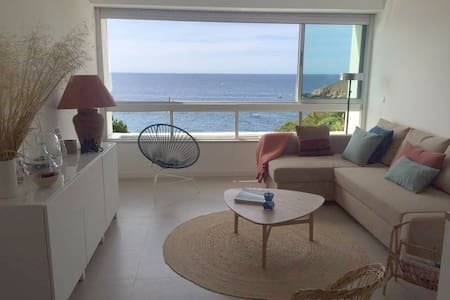 Charming flat with a gorgeous sea view on Bandol