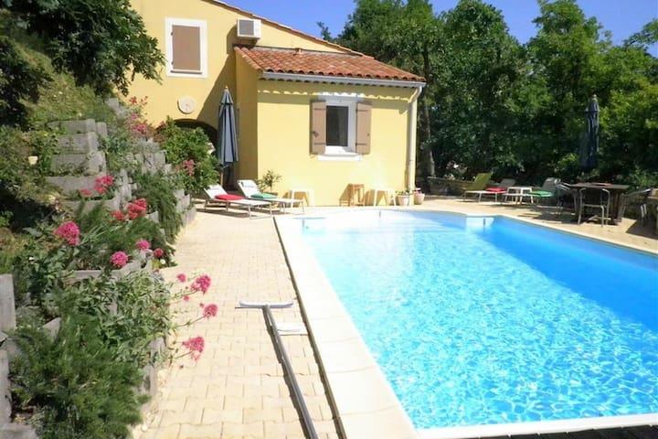 Prachtige villa in Zuid-Frankrijk met overdekt terras