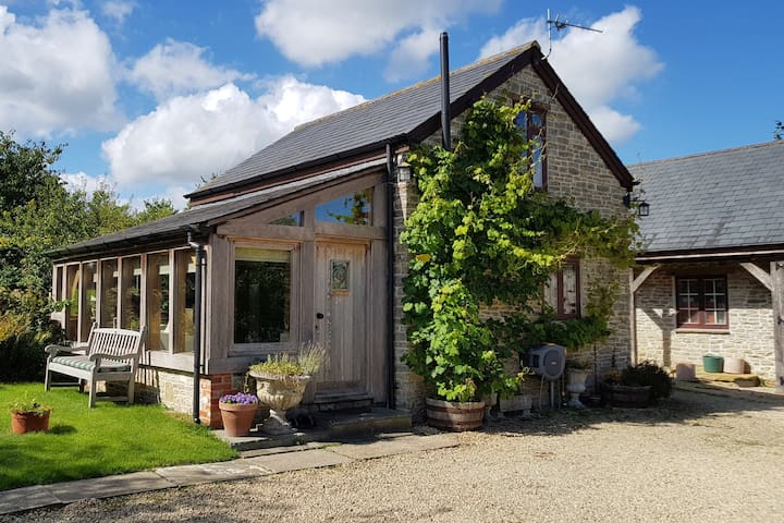Cosy and comfy West Country bolt hole for two
