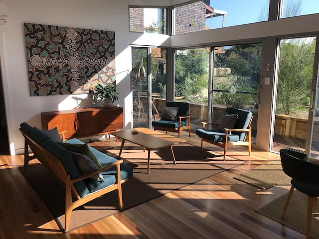 Sun filled guest house, inner south