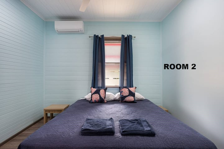 Cairns Central Rm 2 - Aircon, Netflix & King Bed !