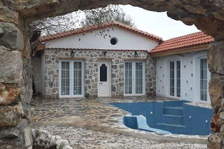 KAYA404-Fethiye Kayaköy 2 Bedroomed villa with poo - Fethiye