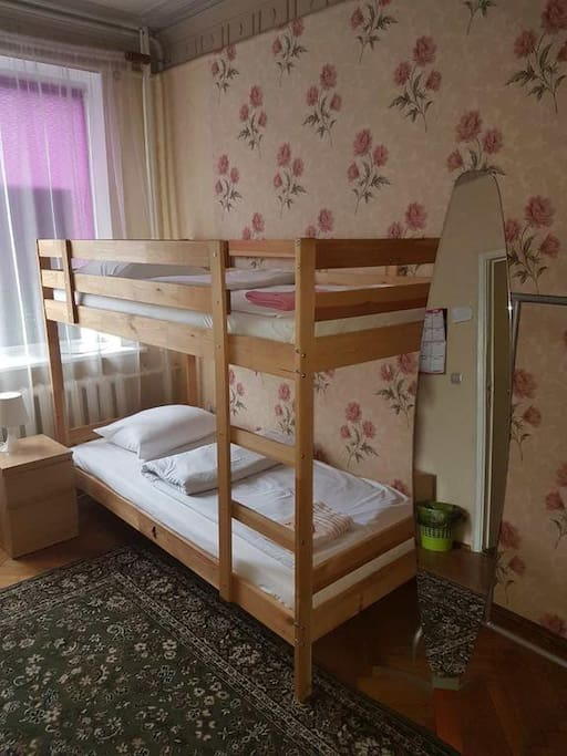 Женский номер с 6 кроватями