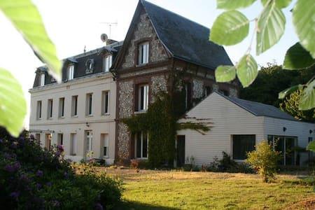 Chambre dans jolie maison d'hôte logement entier - Saint-Laurent-de-Brèvedent - Σπίτι