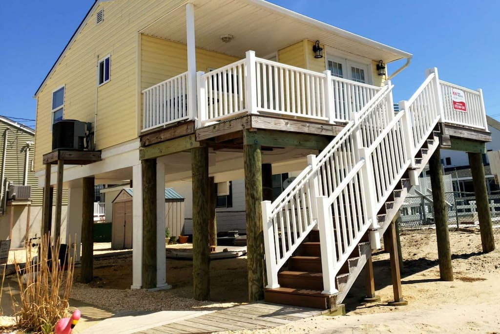 Bay Front Cottage with private beach!