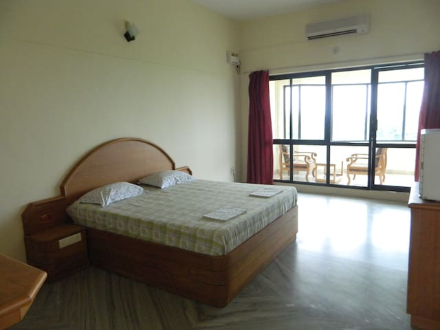 Deluxe suite 8 / private sitting room & bathroom - Kanyakumari