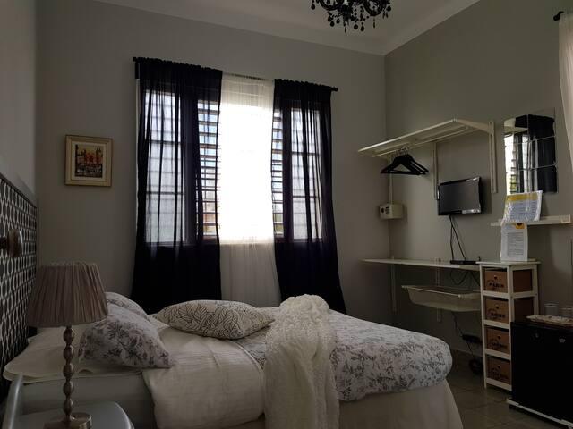 Havana, Doña Eneida, La Petite room
